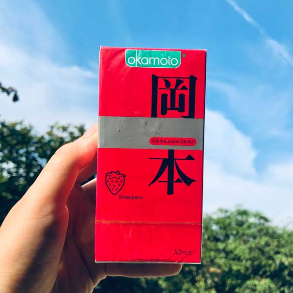 Bao cao su hương dâu Okamoto Strawberry